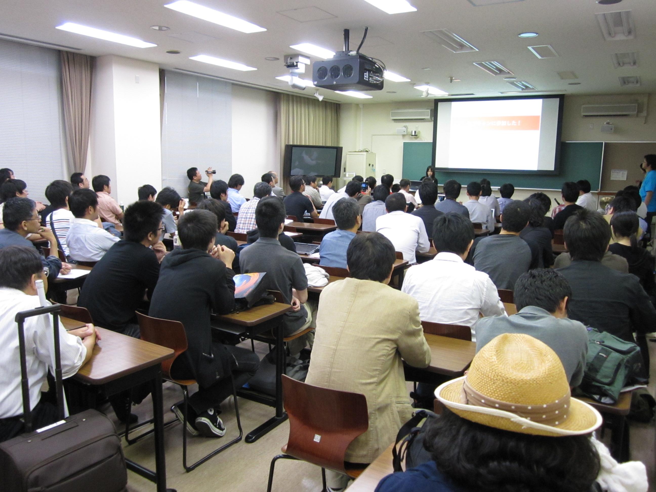広島第1回目のLTの様子 (2011年)